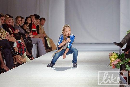 """С младшей сестрой, участницей """"Детская Новая волна"""" Анастасией Петрик"""