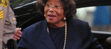 Родственники Майкла Джексона похитили его мать