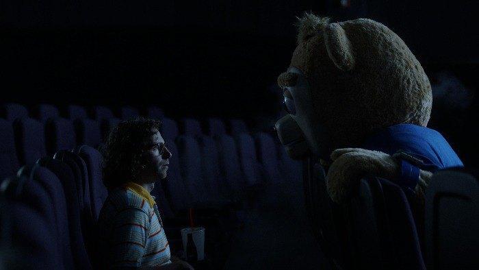 "Стопкадр из фильма ""Медведь Бригсби"""