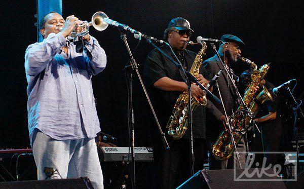 Коллектив из Нового Орлеана Dirty Dozen Brass Band