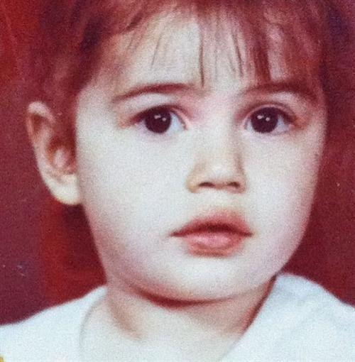 Варда опубликовала свое детское фото