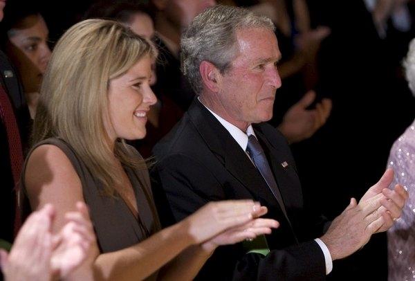 Джордж Буш-младший с дочкой Дженной Буш Хэйгер в 2008 году