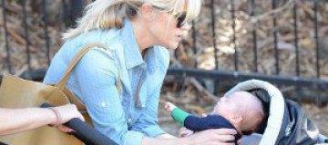 Риз Уизерспун показала новорожденного сына