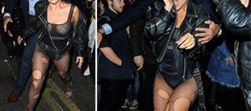 Леди Гага разгуливала в дырявых колготках под прозрачное боди