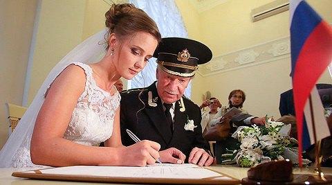 87-летний актер Иван Краско уходит от 27-летней жены