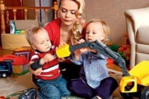 """Солистка """"Блестящих"""" вернула своих детей"""