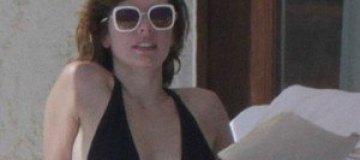 Мила Йовович соблазняла мужа сексуальным бикини