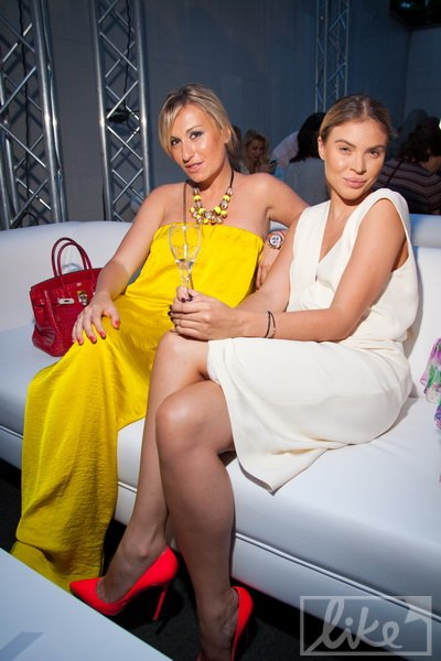 Дочь Игоря Суркиса Марина (слева)