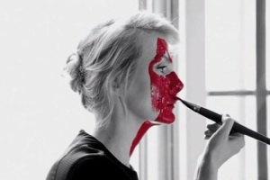 Рената Литвинова омолаживается с помощью зеркала