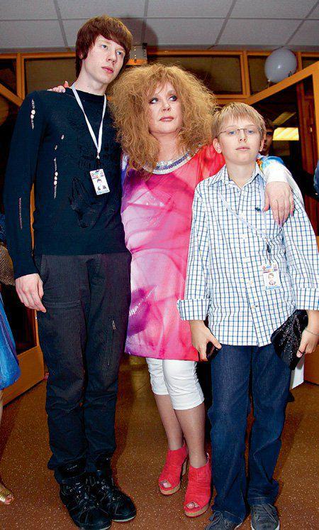 Пугачева с внуками