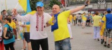Тягнибок в Донецке размахивал сине-желтым флагом