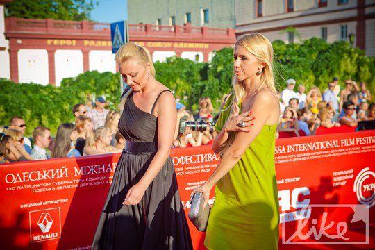 Подружка Виктории Тигипко Ирина Турбаевская (справа)