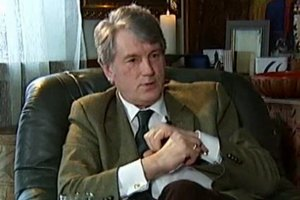 Ющенко носит запонки в виде пчел, чтобы быть похожим на Наполеона