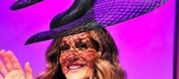 Сара Джессика Паркер пришла на вечеринку в странной шляпе