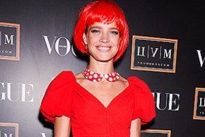 Водянова появилась на публике с красными волосами