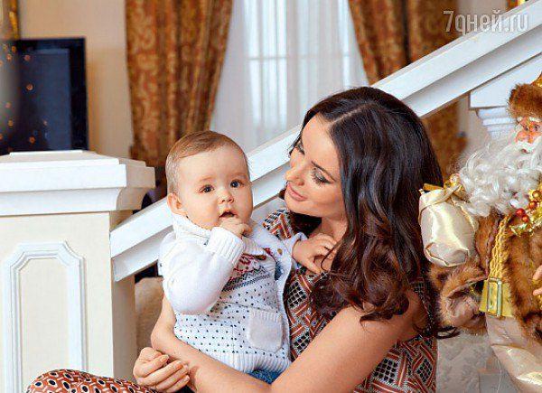 Оксана Федорова с сыном Федором