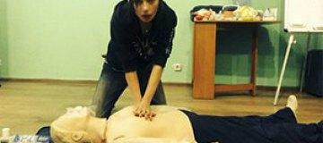 Ирена Карпа прошла курс доврачебной помощи
