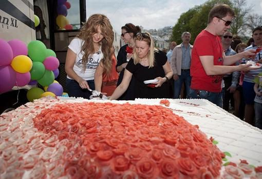 Торт состоял из 475 розочек