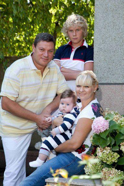 Семья Миримских с сыновыми Романом и Бенжамином