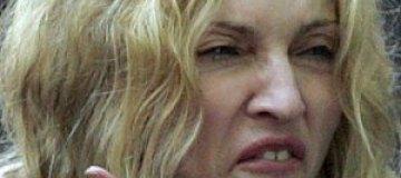Мадонна запустила в своего менеджера куском торта