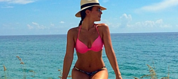 Лилия Подкопаева на каникулах наслаждается пляжным отдыхом
