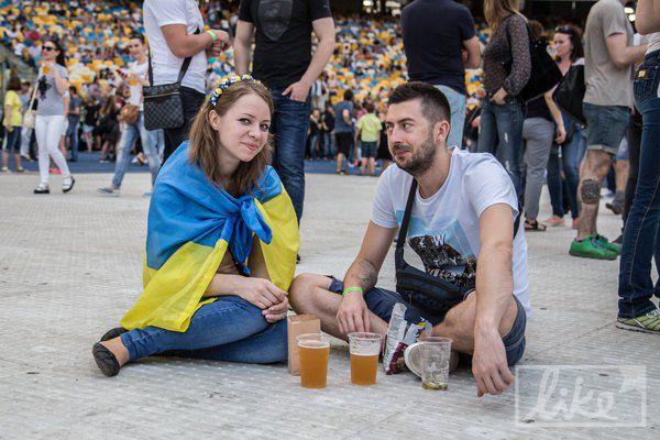 Еще одним хитом концерта было пиво, огромные очереди за которым очень утомляли