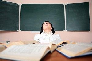 Пьяная преподавательница сутки принимала у студентов экзамен