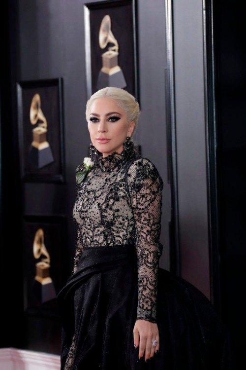 """Lady Gaga на красной дорожке премии """"Grammy"""""""