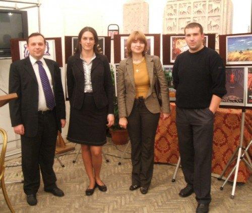 Марина Михайленко (вторая справа) с коллегами во время работы в посольстве Украины в Италии