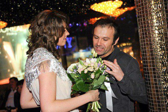Святослав Вакарчук презентовал имениннице букетик