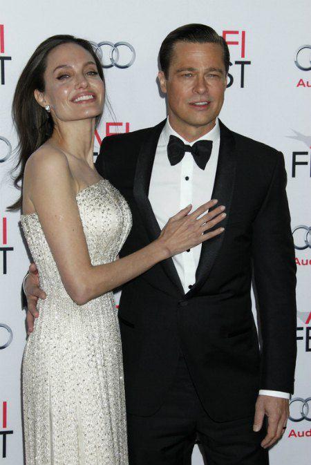 Джоли демонстрировала, что их отношения с Брэдом Питтом крепки, как никогда