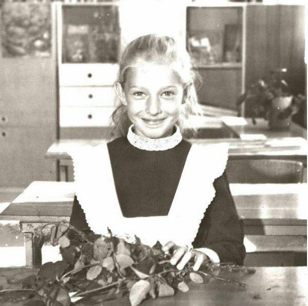 А Катя Осадчая застала в школе форму с фартушком