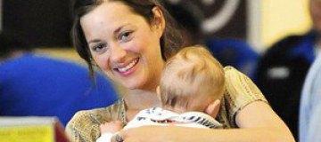 Марион Котийяр взяла в полет трехмесячного сына