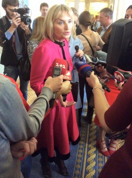 Ирина Луценко похудела и выбрала стильный look для парламентского заседания