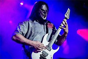 """Гитариста """"Slipknot"""" родной брат ударил ножом в затылок"""