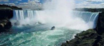 Самоубийца спрыгнул в Ниагарский водопад и остался жив