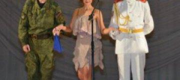 В Донецке прошел конкурс красоты с боевиками и детьми в военной форме на сцене