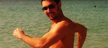 Козловский посветил торсом на пляже в Дубае
