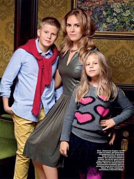 Первая супруга Андрея Доманского Юлия с двумя детьми