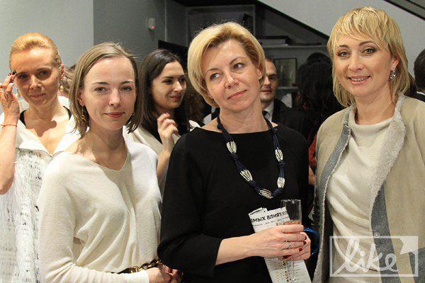 Телеведущая Оксана Соколова (в черном) и президент Одесского международного кинофестиваля Виктория Тигипко (справа)