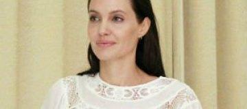 Анджелина Джоли в прозрачной блузе встретилась с премьером Камбоджи