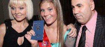 Валерия жалеет, что отдала дочь в закрытую английскую школу