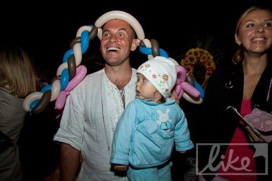 Телеведущий Геннадий Попенко с дочкой и женой