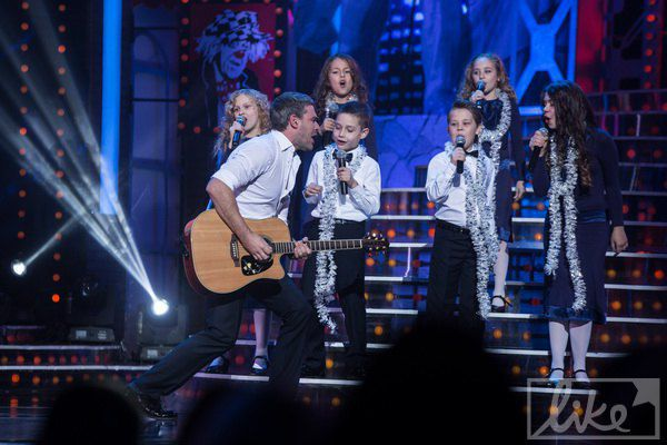 Арсен Мирзоян пел с детьми