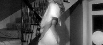 """Кайли Миноуг """"засветила"""" попку в разрезе платья"""
