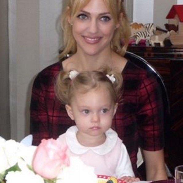 Мерьем Узерли с дочкой Ларой