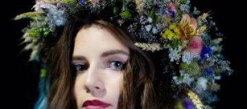 Христина Соловий среди лилий спела лемковскую песню