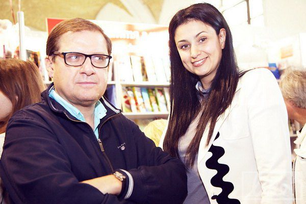 Пресс-секретарь Бориса Колесникова Юрий Громницкий с женой, телеведущей Машей Манюк