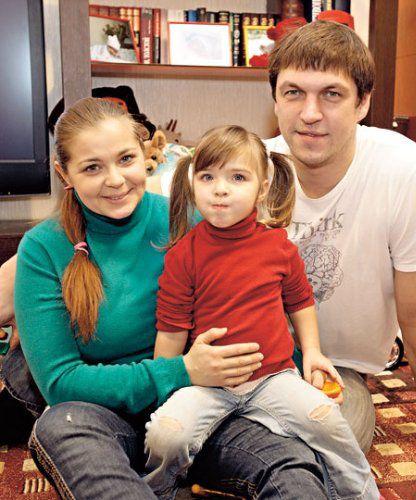 Ирина Пегова и Дмитрий Орлов с дочерью