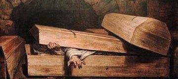 Житель Житомира после ссоры с женой уснул в гробу